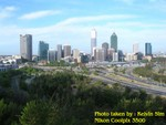 Perth City from King's Park with view of freeway